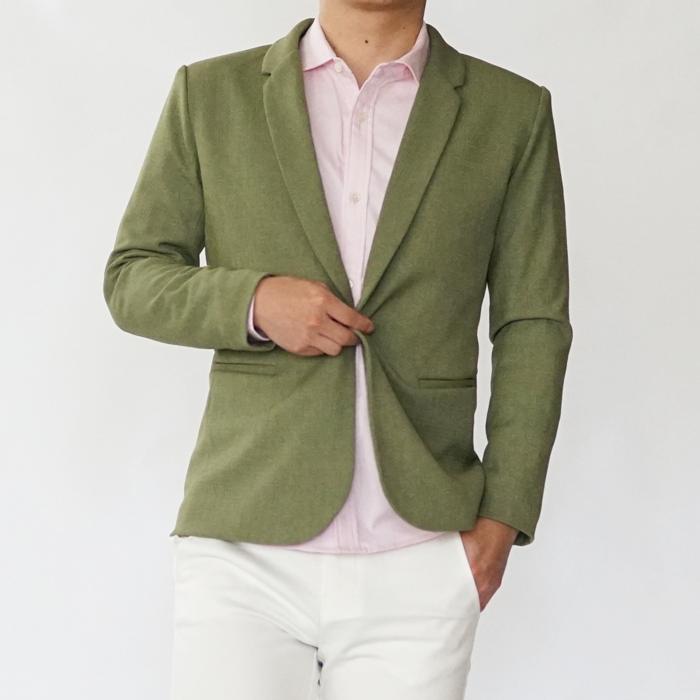 ジャケットに悩むお客様と一緒に作った、細身のこだわりのジャケットです。男らしさを醸しながら華やかな雰囲気をもつライトカーキが雰囲抜群。