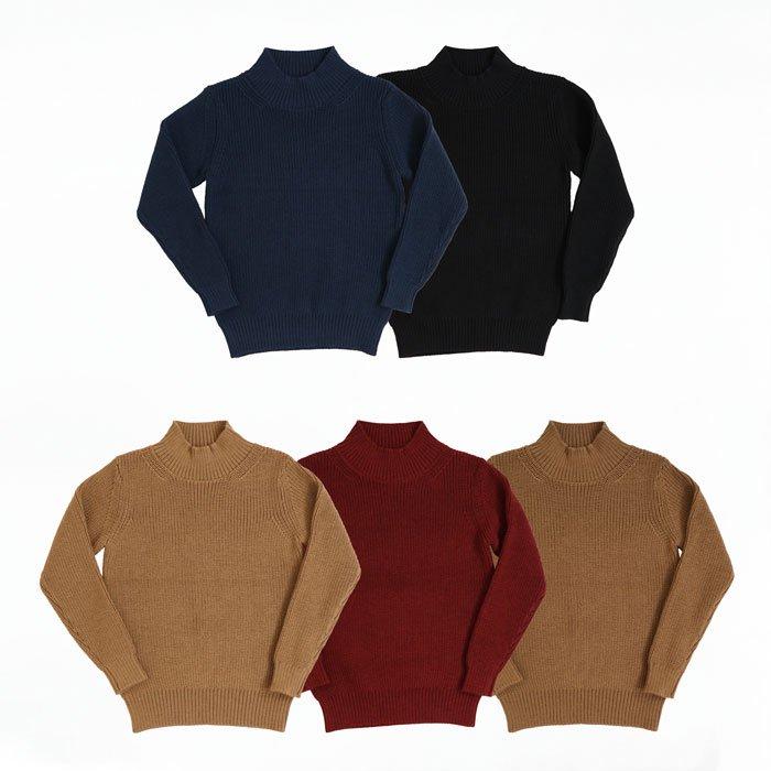 片畦編みミドルゲージニットのウール100%ニットで艷のある表情を持つニットの魅力が詰まったセーターです。ほどよい上品さとざっくり感が持ち味の一枚使いでもサマになる冬の頼れるアイテムです!