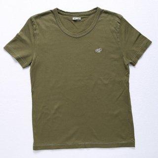 肌触りが良いコーマ糸を使ったTシャツ(メンズXS)。普通のクルーネックとVネックの間ような微妙なカーブが特徴。