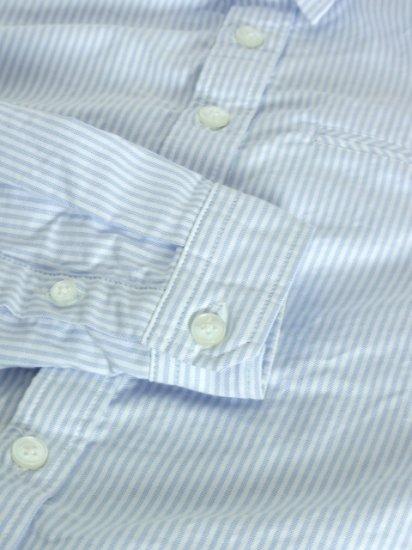 メンズXSのストライプ柄オックスシャツです。袖まくりがしやすく腕時計やブレスレッドが映える設計になっています。色味や柄も合わせやすいため、通年を通して使っていただけます。