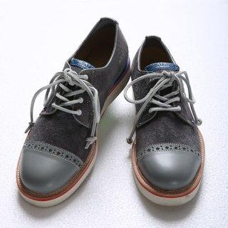 スニーカー感覚で履けるメダリオンブーツです。普段25cmを履く店長がぴったりはけるサイズ感です。形がシンプルなので、どんなコーデにも合って万能です。