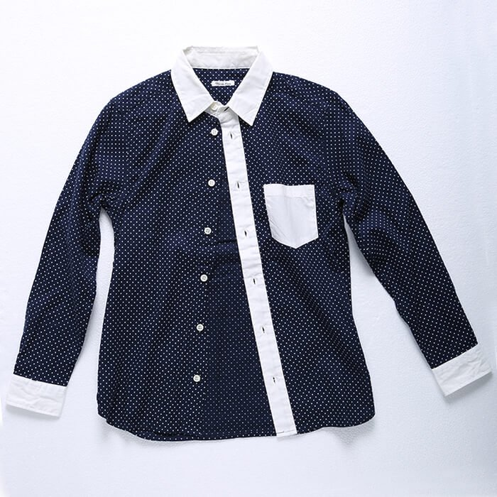 フワッとした起毛生地にシンプルなドット柄を入れたクレリックシャツです。キレイ目テイストのスラックスパンツにも、カジュアルなカーゴパンツにも合う万能な一枚です。