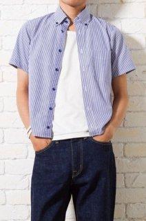 爽やかなストライプ柄の生地を使用したメンズXS半袖ボタンダウンシャツ。夏の定番アイテムです。