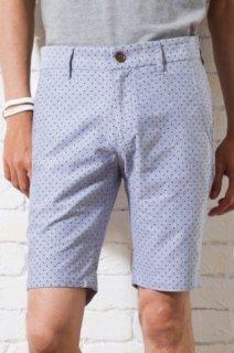 小柄体型に合わせたメンズXSのサイズ感に、大人らしいドット柄のショートパンツ。綿麻の生地を使用しているので、きれいめなコーディネートに使える夏感あふれるアイテム。