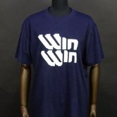 <img class='new_mark_img1' src='//img.shop-pro.jp/img/new/icons1.gif' style='border:none;display:inline;margin:0px;padding:0px;width:auto;' />SMS/WinWin Tee [Navy](Tシャツ)
