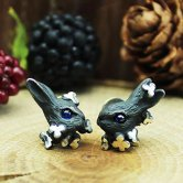 DECOvienya ウサギとクローバーのピアス(ブラック)