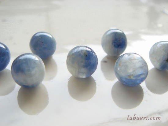 カイヤナイト(ブルーxホワイト)AA+丸玉8mm【1粒650円】