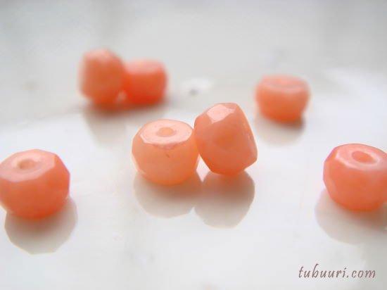 ピンク珊瑚(染め)ボタンカット約3.5x3.5x2~4x4x2.9mm【1粒48円】