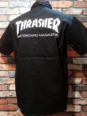 <img class='new_mark_img1' src='https://img.shop-pro.jp/img/new/icons16.gif' style='border:none;display:inline;margin:0px;padding:0px;width:auto;' />THRASHER スラッシャー 半袖ワークシャツ  (MAG) work shirt  カラー:ブラック
