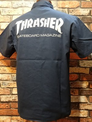 <img class='new_mark_img1' src='https://img.shop-pro.jp/img/new/icons24.gif' style='border:none;display:inline;margin:0px;padding:0px;width:auto;' />THRASHER スラッシャー 半袖ワークシャツ  (MAG) work shirt  カラー:ネイビー
