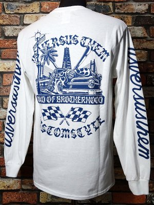 KUSTOMSTYLE×USVERSUSTHEM  ロングスリーブTシャツ(KSUVT005LSTWH) bond of brotherhood II long sleve tee カラー:ホワイト