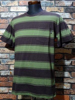 LOSER MACHINE ルーザーマシーン マルチボーダー ポケットTシャツ (BROWNING) カラー:ブラウンxグリーン