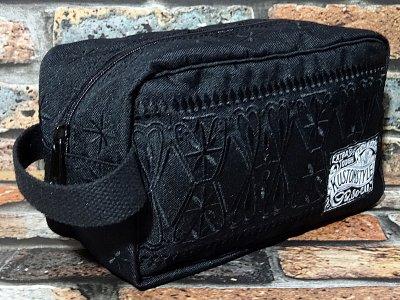 <img class='new_mark_img1' src='https://img.shop-pro.jp/img/new/icons15.gif' style='border:none;display:inline;margin:0px;padding:0px;width:auto;' />kustomstyle カスタムスタイル トラベルバッグ (FCTRB0902BKBK) bandana travel bag カラー:ブラック×ブラック刺繍