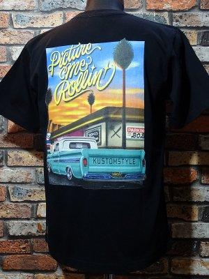 kustomstyle x US VERSUS THEM コラボレーション Tシャツ (KSUVT-007TBK) picture me rollin カラー:ブラック
