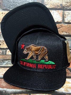CALIFORNIA REPUBLIC CALI BEAR スナップバック メッシュキャップ カラー:ブラック×ブラック