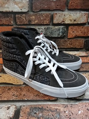<img class='new_mark_img1' src='https://img.shop-pro.jp/img/new/icons24.gif' style='border:none;display:inline;margin:0px;padding:0px;width:auto;' />vans バンズ sk8-hi reissue スケートハイ リイシュー liberty tonal paisley  カラー:グレー