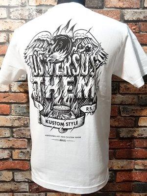 kustomstyle カスタムスタイルxUS VERSUS THEM アスバーサスゼム  コラボTシャツ   カラー:ホワイト