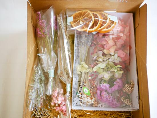 開けてからのお楽しみ!ドライ・プリザーブドフラワー花材詰合せボックス