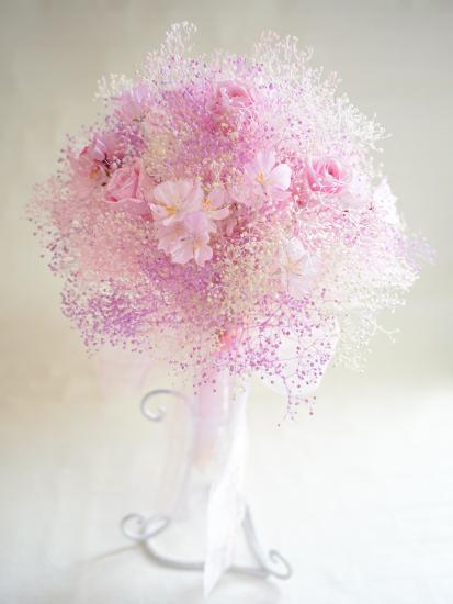 アート&プリザーブド|かすみ草×桜 ピンククラッチブーケ