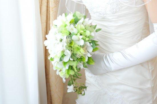 プリザーブドフラワー|白×グリーンデンファレ ティアドロップブーケ