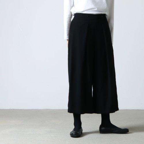 whyto (ホワイト) 二重織サテン変形タックスカート