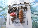「森のお茶会」木彫りチャームのストールピン*3月25日までの期間限定販売*京都・kinopoe