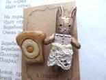 「うさぎさんと食パン目玉焼きのせ」木彫りブローチセット*3月25日までの期間限定販売*京都・kinopoe