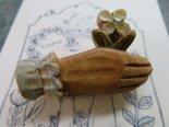 「贈る」(花hand)木彫りブローチ*10月31日までの期間限定販売*京都・kinopoe