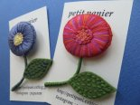 刺繍のまあるいお花ブローチ*petit panier