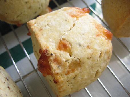 天然酵母のチーズと黒胡椒のスコーン(2個入り)