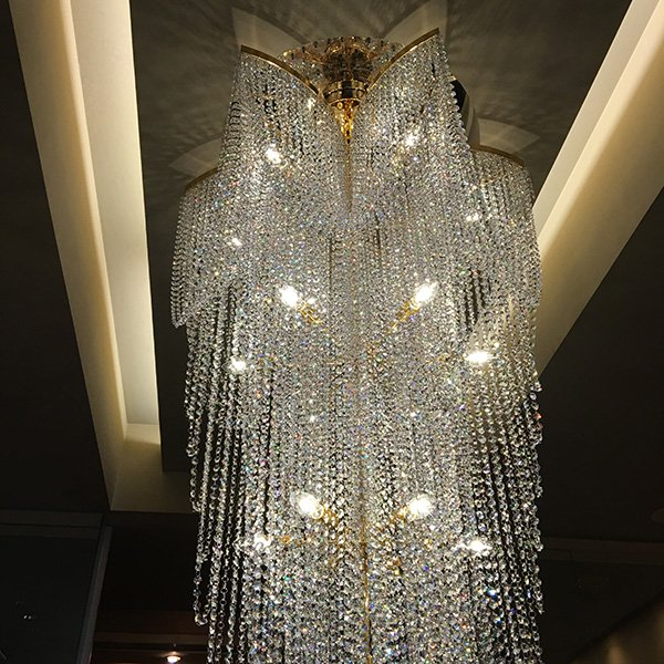 【LA LUCE】 大型クリスタルラインシャンデリア22灯 (Φ900×H2200mm)
