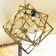 【1台在庫有!】デザインシャンデリア「CAGED CUBIST」ゴールド6灯(W770×H810mm)