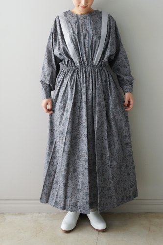 <img class='new_mark_img1' src='https://img.shop-pro.jp/img/new/icons47.gif' style='border:none;display:inline;margin:0px;padding:0px;width:auto;' />eLfinFolk・wild flower long dress (gray) S.size