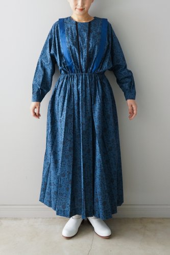 <img class='new_mark_img1' src='https://img.shop-pro.jp/img/new/icons1.gif' style='border:none;display:inline;margin:0px;padding:0px;width:auto;' />eLfinFolk・wild flower long dress (blue)M.size