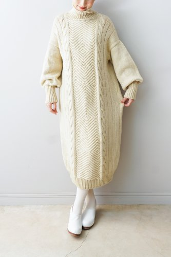 WONDER FULL LIFE Hand knit one piece(Off white)