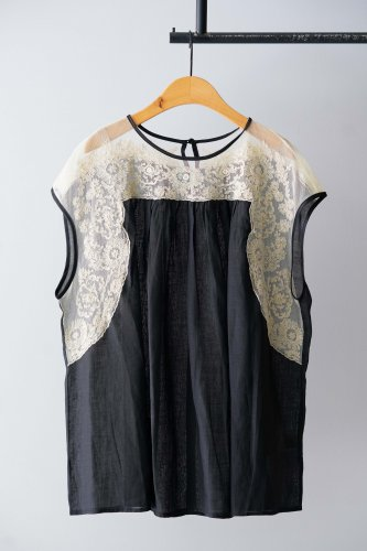 nesessaire embroidery blouse  (Black)