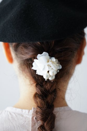 Joelle mani Evan Hair clip (Pearl×Whiteflower)