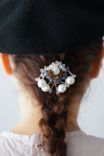 Joelle mani Evan Hair clip (Pearl×Blue beads)