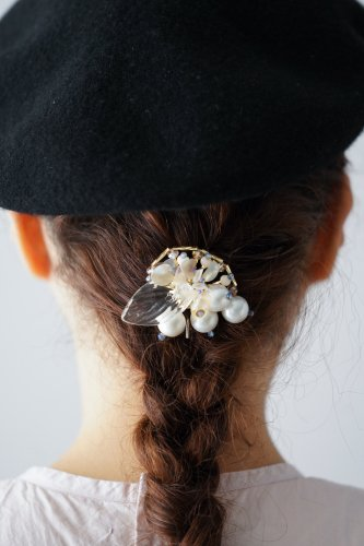 Joelle mani Evan Hair clip (Pearl×Blue beads×Clear leaf)