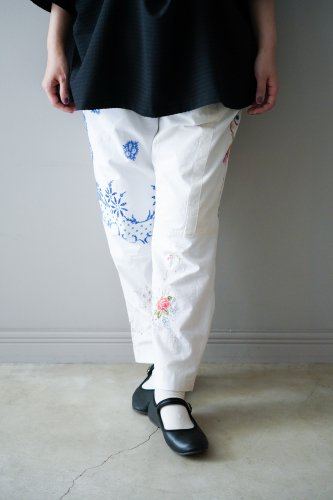 YEAH RIGHT!! Tapered pants  (White)