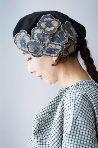 バラ色の帽子 Flower motif beret(Navy)