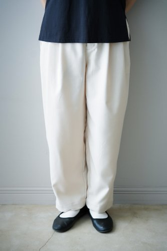 UNIVERSAL TISSU  Tapered Pants (White)