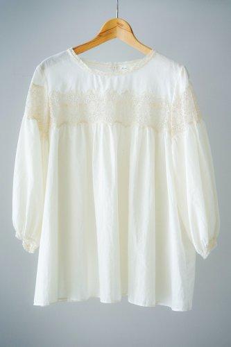 Rijoui Back Button blouse(Off white22)