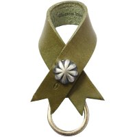 <img class='new_mark_img1' src='https://img.shop-pro.jp/img/new/icons24.gif' style='border:none;display:inline;margin:0px;padding:0px;width:auto;' />【BUTTON WORKS】CONCHO RIBBON KEYRING OLIVE レザーキーリング ボタンワークス
