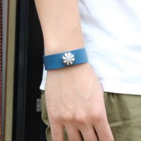<img class='new_mark_img1' src='https://img.shop-pro.jp/img/new/icons24.gif' style='border:none;display:inline;margin:0px;padding:0px;width:auto;' />【BUTTON WORKS】CONCHO RIBBON BRACELET BLUE レザーブレスレット ボタンワークス