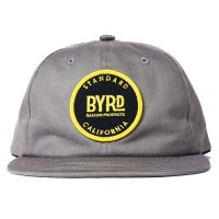 <img class='new_mark_img1' src='https://img.shop-pro.jp/img/new/icons14.gif' style='border:none;display:inline;margin:0px;padding:0px;width:auto;' />【STANDARD CALIFORNIA】BYRD × SD LOGO TWILL CAP GRAY スナップバックキャップ スタンダードカリフォルニア