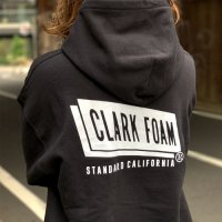 <img class='new_mark_img1' src='https://img.shop-pro.jp/img/new/icons50.gif' style='border:none;display:inline;margin:0px;padding:0px;width:auto;' />【STANDARD CALIFORNIA】CLARK FOAM × SD PULLOVER HOOD SWEAT BLACK パーカー クラークフォーム スタンダードカリフォルニア