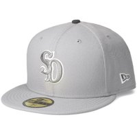 <img class='new_mark_img1' src='https://img.shop-pro.jp/img/new/icons50.gif' style='border:none;display:inline;margin:0px;padding:0px;width:auto;' />【STANDARD CALIFORNIA】NEW ERA×SD 59 FIFTY LOGO CAP GRAY ニューエラ スタンダードカリフォルニア