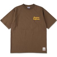 <img class='new_mark_img1' src='https://img.shop-pro.jp/img/new/icons50.gif' style='border:none;display:inline;margin:0px;padding:0px;width:auto;' />【STANDARD CALIFORNIA】SD HEAVYWEIGHT SCRIPT LOGO T BROWN Tシャツ スタンダードカリフォルニア