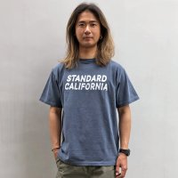 <img class='new_mark_img1' src='https://img.shop-pro.jp/img/new/icons14.gif' style='border:none;display:inline;margin:0px;padding:0px;width:auto;' />【STANDARD CALIFORNIA】MATTHEW ALLEN × SD LOGO T NAVY Tシャツ スタンダードカリフォルニア